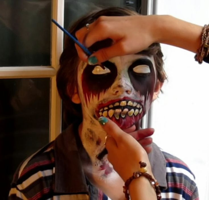 EasyMeWorld: Halloween Zombie Face Paint Tutorial