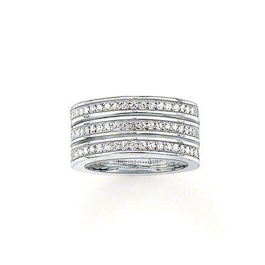 Tomad Sabo TR1970-051-14 Sortijaplata de ley 925circonita sintética blancaEl anillo triple de plata de ley 925 y circonitas sintéticas blancas, caracteriza a la mujer moderna gracias a su sencilla opulencia.Ancho: 1.0 cm  328.98kr