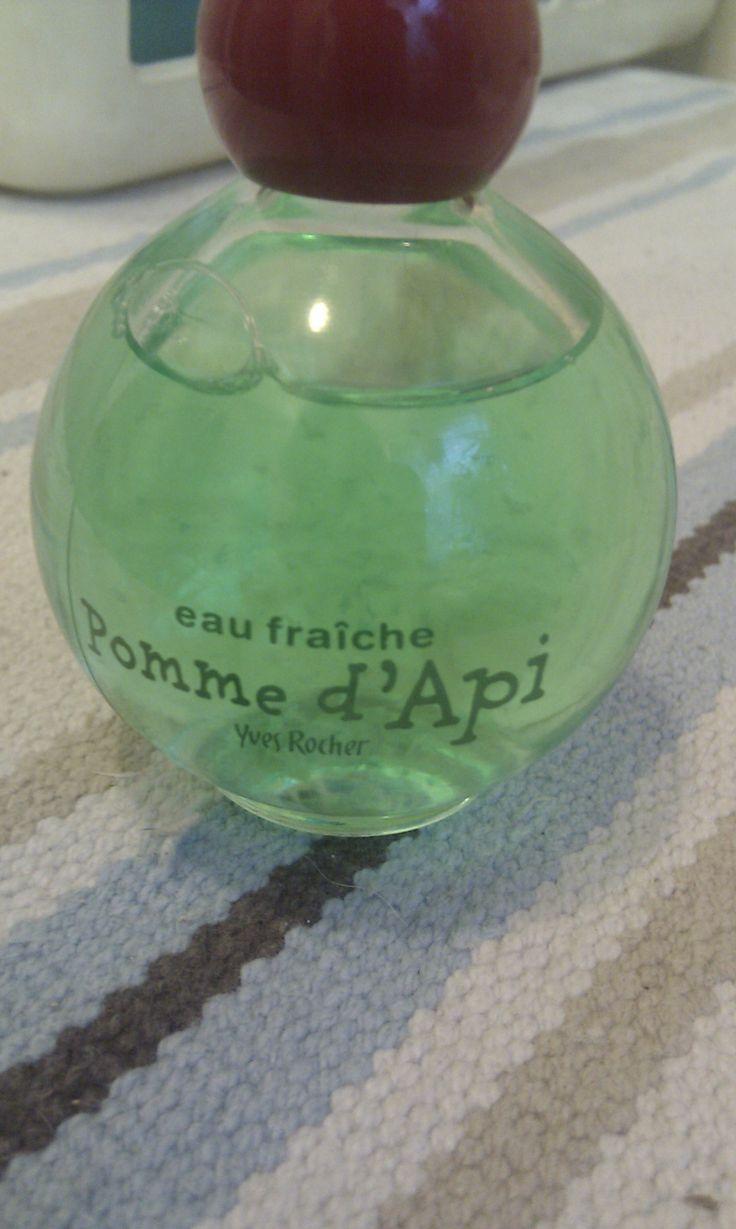 ZAKUP WŁASNY. Yves Rocher -  jabłkowa woda toaletowa- dobrze, że niedroga, bo.... ... bo zapach nie bardzo jabłkowy (trochę) i w ogóle się nie trzyma...  dla małej dziewczynki może OK, ale z drugiej strony czy małe dziewczynki potrzebują perfum? :p
