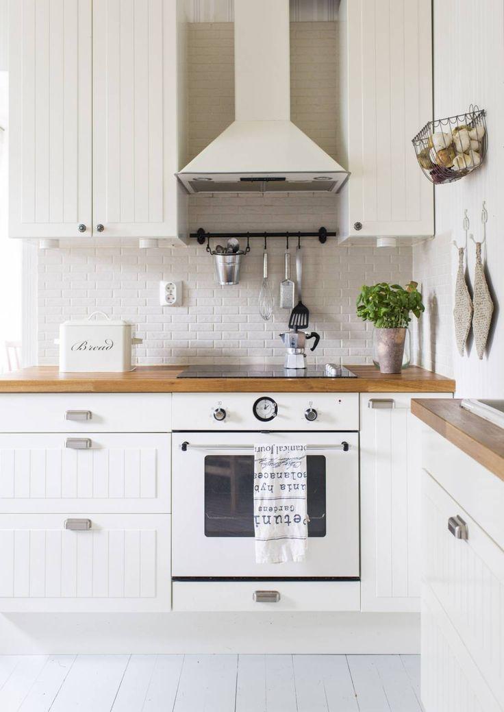 11 x valkoinen maalaisromanttinen keittiö