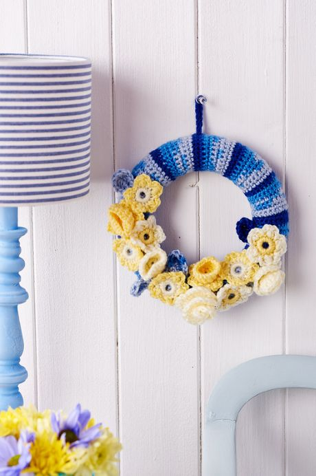 Summer wreath from LGC Knitting & Crochet issue 72