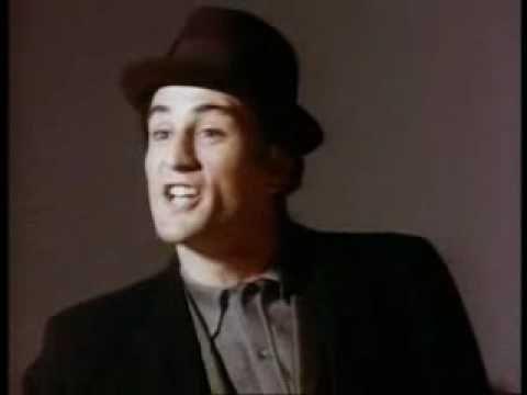 """Video del 'casting' donde Robert De Niro no consigue entrar al elenco de la primera entrega de """"El Padrino"""". Aún ni cumplía los 30 años y ya quería ser el sucesor de El Padrino (The Godfather) en el papel de Santiago 'Sunny' Corleone. En la audición se quedó lejos de poder superar a quien finalmente se quedaría con el papel, el actor James Caan."""