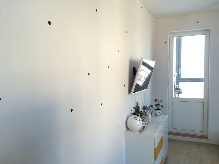 Черный горох в гостиной