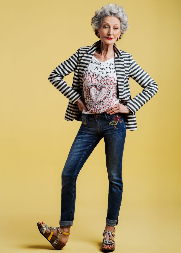 With details around the hips, a  (possible) bending around the ankle, a dark blue denim color and a great pose Alicia Borrás rocks her style with the Slim Fit Jean. Wanna try?