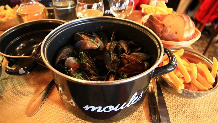 Mencicipi Moules-Frites, Makanan Khas Belgia Di Kota Bruges http://www.perutgendut.com/read/mencicipi-moules-frites-makanan-khas-belgia-di-kota-bruges/3665 #Food #Kuliner #Europe