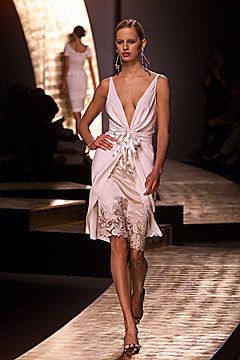 Valentino Spring 2001 Couture Fashion Show - Valentino Garavani, Jacquetta Wheeler