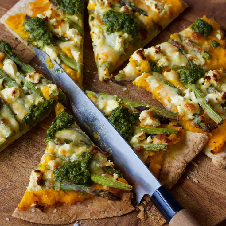 This pizza uses mashed pumpkin on the base instead of tomato sauce, with a rocket pesto dolloped on top! Tasty and vegetarian.