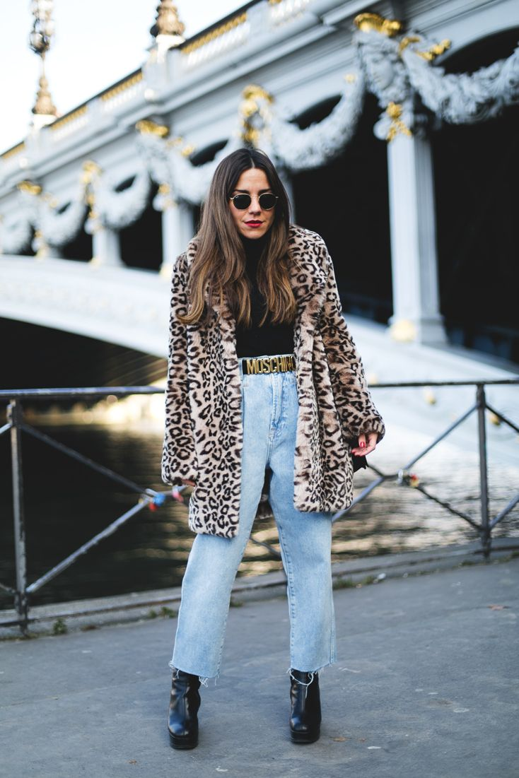 Pont Alexandre III. Black turtleneck sweater+high-rise straight cropped denim+black plattform midi boots+belt+camel leopard printed coat+sunglasses+black shoulder bag. Winter Casual Outfit 2017