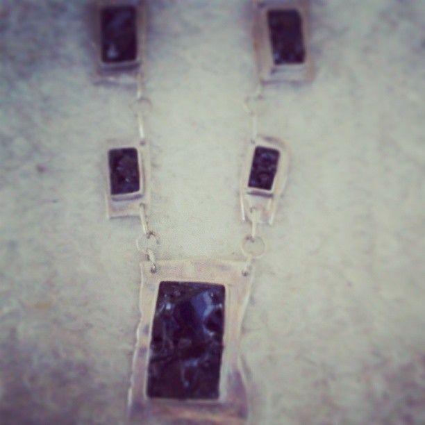 Collar de Plata reticulada. Piedras, Obsidianas, técnica de mosaico.
