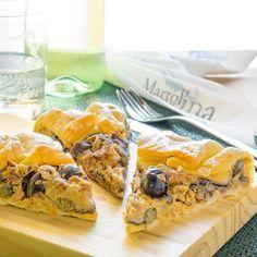 La torta salata con melanzane, tonno e alici è facilissima, buonissima, velocissima. Preparabile in forno tradizionale o in microonde. Idea salva-cena.