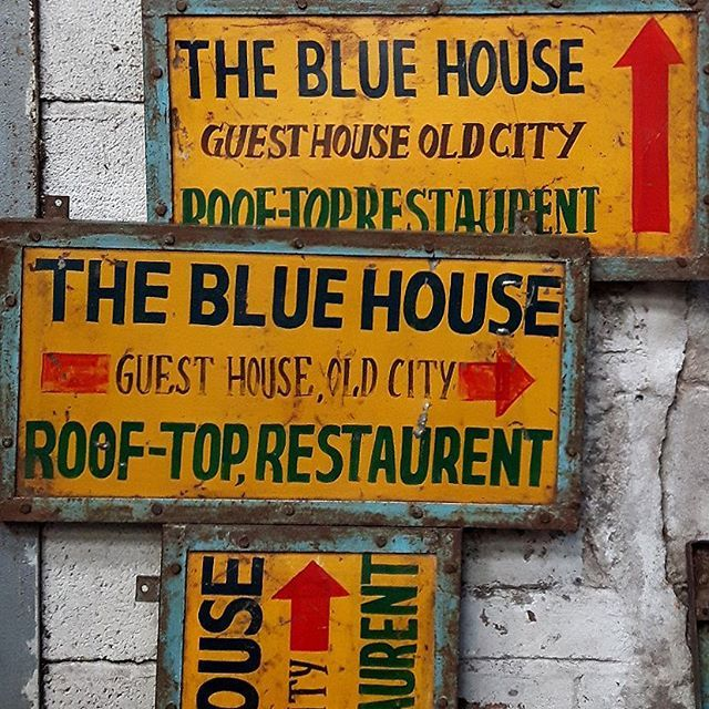 These old hand painted iron signs have just arrived from the blue city of Jodhpur. #vintagesigns #streetsigns #yellow #jodhpur #jodhpurbluecity #roadsign #roadsigns #indianstyle #india #rajasthan #wallart #wallartdecor