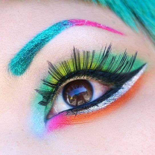 Trucco occhi colorato e shimmer