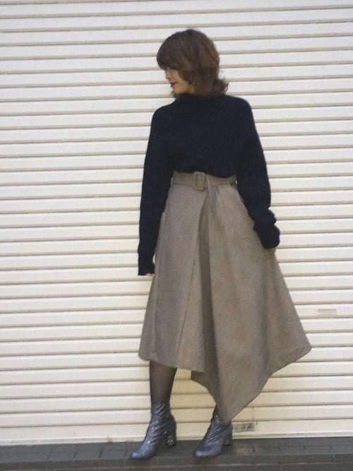 クラシカルなスカートでオトナ女子スタイルに😊✨ アシンメトリーなデザインのスカートは、生地も上質