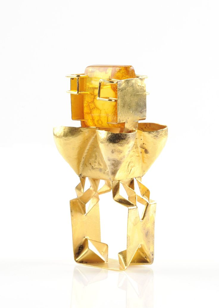 Ring with amber by Beate Klockmann, 2002. CODA Museum, CC BY