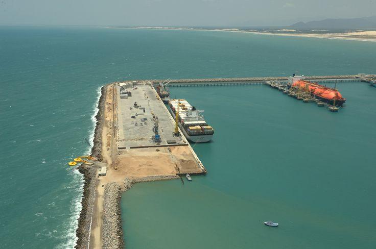 """26062014 às 23:47 · Recife ·  http://www.skyscrapercity.com/showthread.php?t=1531474 comparando projetos totalmente distintos. (BOM SABER) Uma coisa é geração pelo diferencial de marés, ou seja: a água """"enche"""" naturalmente um reservatório na maré alta, depois as comportas são fechadas e, na vazante, abertas, gerando-se energia como uma hidrelétrica de fluxo horizontal. Essa usina no Ceará gera energia pela força das ondas em si, causadas pelo vento.  É uma ideia ainda experimental"""