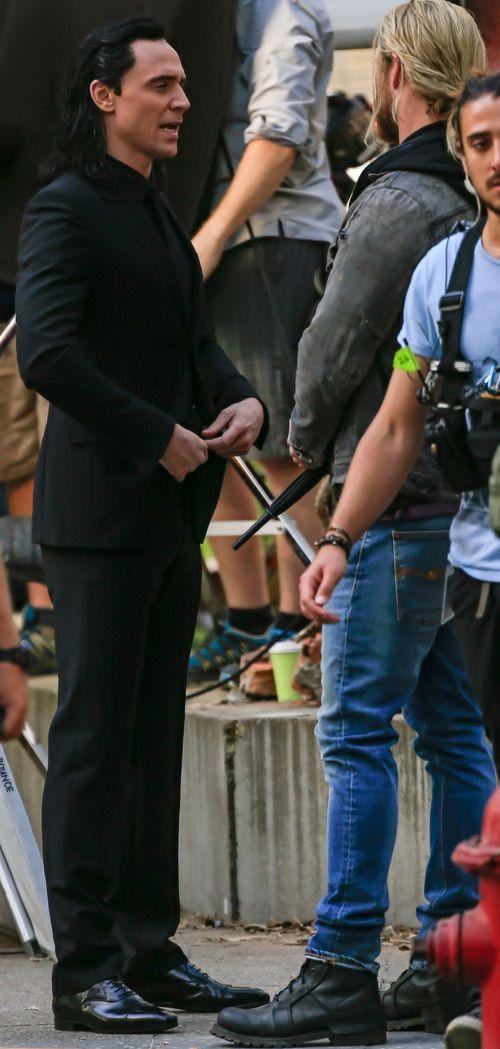 Tom Hiddleston and Chris Hemsworth on the set of Thor: Ragnarok in Brisbane, Australia on August 23, 2016. Source: Torrilla. Click here for full resolution: http://ww4.sinaimg.cn/large/6e14d388gw1f73n71q7j9j220m3144qp.jpg