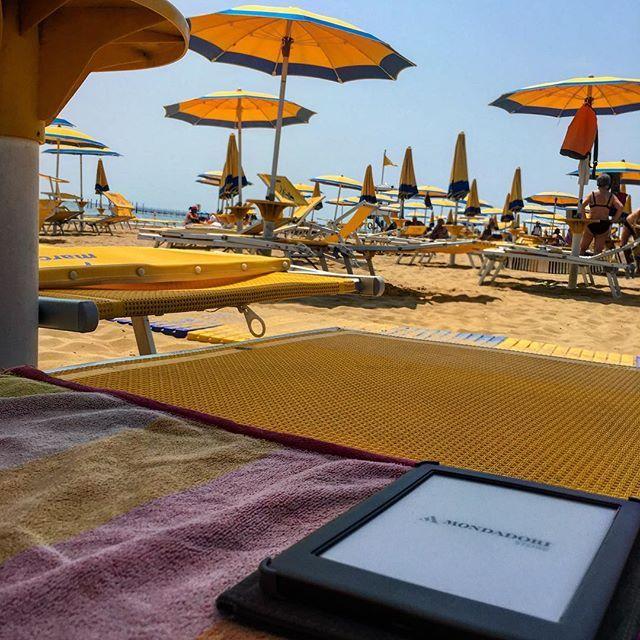 Mare, spiaggia, lettino, un buon libro... tanto relax!  Buon Sant'Antonio a tutti i padovani!    #adhocband #enjoy #live #music #rock #mare #libri #kobo #relax #spiaggia #patrono #Padova #Jesolo