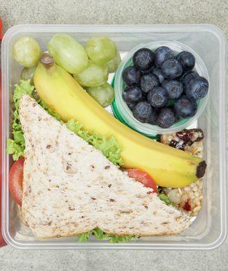 10 Quick & Healthy Brown Bag Lunches Ѽ 1) Healthy Elvis Sandwich, 2) Tuna Pita, 3) Eggplant Pizza, 4) Taco Salad, 5) Tofu & Broccoli Stir-Fry, 6) Frittata, 7) Easy Chicken Wraps, 8) Quick Salmon Burger, 9) Shrimp & Edamame Stir-Fry, 10) Old School Lunch