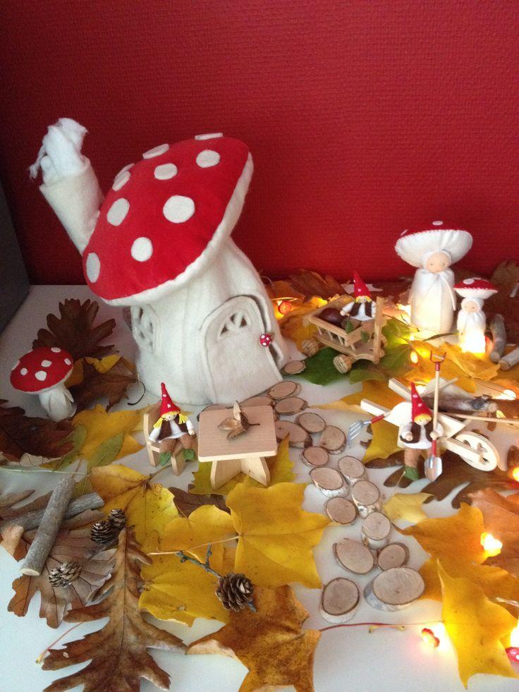 herfst tafel met knutsel houtplakjes ( http://houtspel.nl/knutselen/195-knutsel-houtplakjes.html )