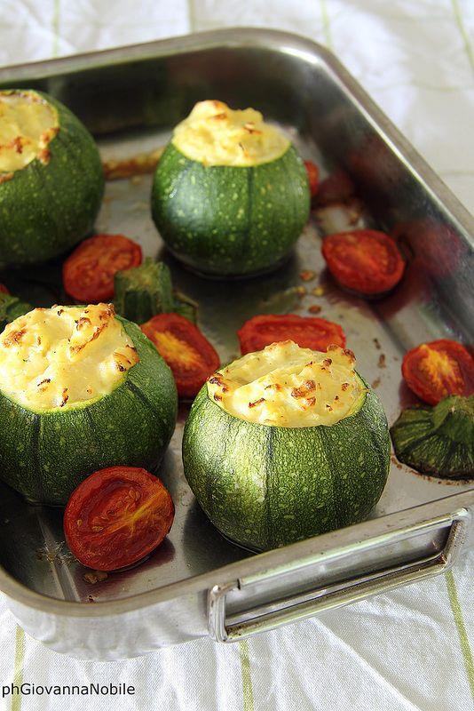 Zucchine farcite con patate e formaggio