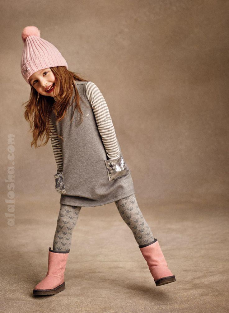 В своей новой коллекции для девчонок ARMANI использует некоторые мужские лекала, которые смело сочетает с классикой женской моды.  В результате одежда получилось немного строгой, но, бесспорно, очень элегантной.