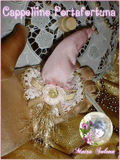 """Cappellino portafortuna con cent. di euro, per decorazioni confezioni regalo, segnapost, o bomboniere  Mi trovi su FACEBOOK: """"Le Bambole di Moira Solena"""" https://www.facebook.com/LeBamboleDiMoiraSolena/"""