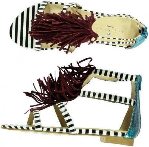 € 115 - Essentiel (http://www.flair.be/nl/mode/280554/gekke-schoenen-voor-een-vrolijke-lente)