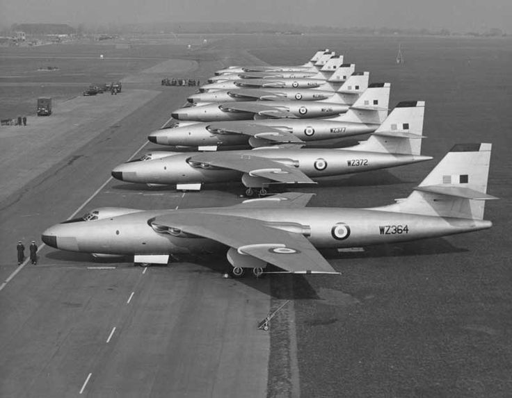 valient bomber | Line up of RAF Vickers Valiant B1 bombers, 1950s.