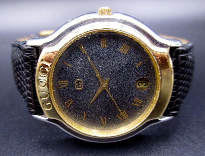 Gucci met originele doos - mannen uurwerk  Gucci - mannen Timepiece / Perfect als dagelijkse jurk horloge past perfect onder een kostuum.-Ten tweede minuut uur datum --Voorwaarde is normaal draagt en tranen.-De lederen armband past maximaal 21 cm. - Case grootte approx - 345 mm.-Beweging uitvoeren is houdt zeer goede tijd - meer dan 24 uur getest. (Bovenste beweging)Verzenden met DHL Express  EUR 1.00  Meer informatie