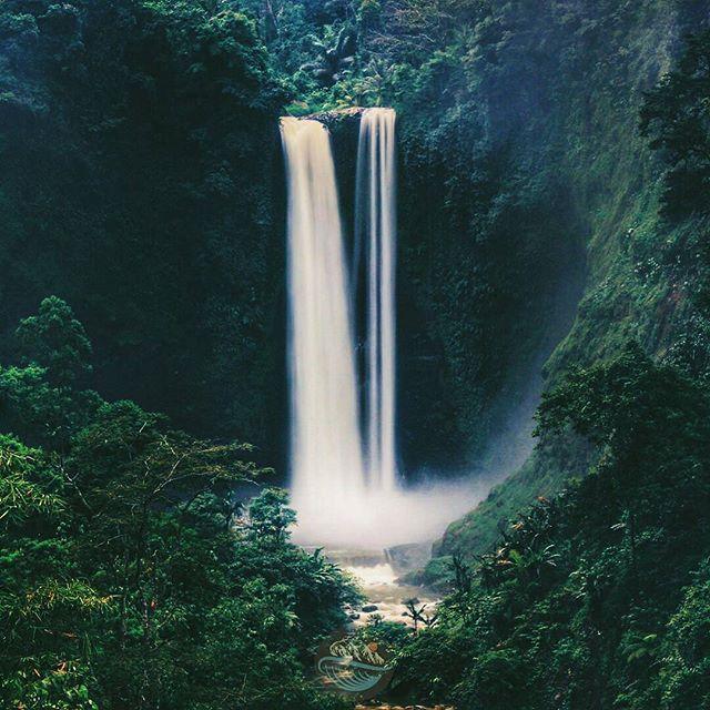 Just le go and fall like a little waterfall. Bob Ross  Tag teman-teman kamu yang ingin diajak liburan disini.  Lokasi : Curug Sanghyang Taraje, Kec. Pamulihan, Garut Selatan Foto dari @tian_abdulhanif silahkan kunjungi dan follow  Jangan lupa jagalah kebersihan ketika kamu mengunjungi tempat ini.  Gunakan selalu hastag #garutturunankidul untuk berbagi pesona keindahan Garut Selatan bersama kami.