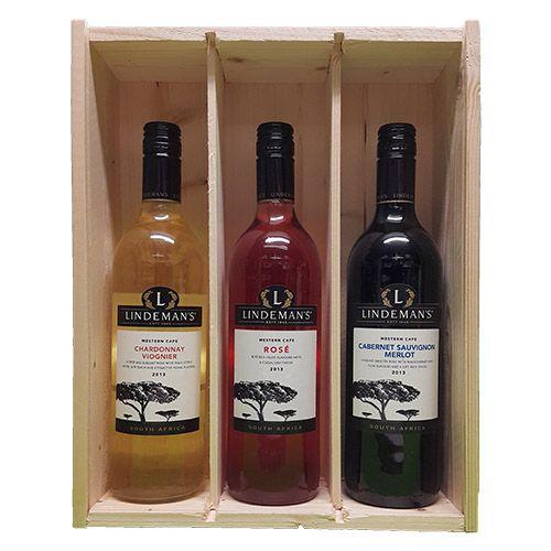 Quality Fruit Baskets. X 3 Lindemans Zuid Afrika 2  Chardonnay en Viognier Chardonnay is in deze wijn gemengd met viognier. Die voegt frivole aroma's toe waardoor de zachte, ronde wijn een frisfruitige lift krijgt. Voor zo en aan tafel. Smaak: Vol Druivenras: Chardonnay, Viognier Land/Streek: Zuid-Afrika, Westkaap Lekker bij: Zalm, Kip & kalkoen / Rosé Lindeman's maakt ook wijn in Zuid-Afrika, zoals deze sappige rosé. Met de verfrissende smaak van rood fruit. Lekker voor zo en bij de lunch..