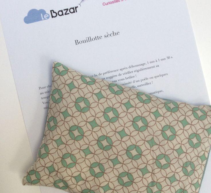 Petite bouillotte sèche aux graines de lin, housse imprimée motifs graphiques céladon : Soin, bien-être par le-bazar-creations