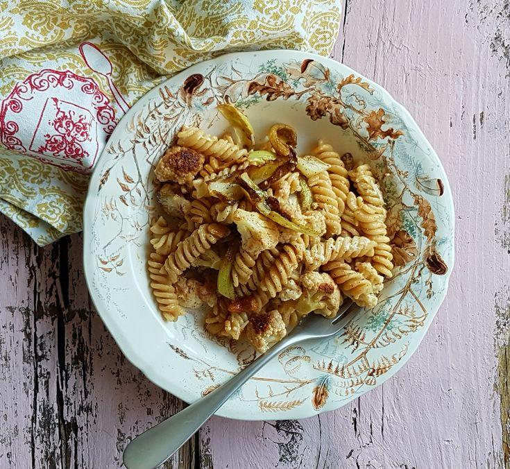 Questa ricetta è una delle mie preferite: è facile e molto buona, ideale quando hai fretta ma vuoi comunque qualcosa di particolare. Scegli pasta integrale di buona qualità, che tenga bene la cottura.