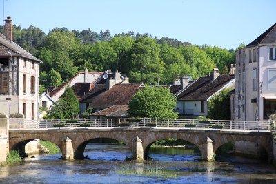 Champagne gerelateerde vakantieuitstapjes in Champagne-Ardenne Toosten bij kunst - nippen aan passende champagnes bij Renoir schilderijen