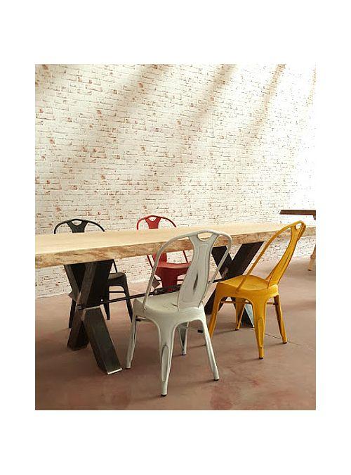 Sedia in ferro stile industriale effetto vintage, i particolari della sedia sono con una verniciatura che crea un effetto vintage. Queste sedie sono perfette per qualsiasi ambiente grazie alla loro particolare forma e alla scelta dei colori.  Colore: Bianco  Misure: H 86,8 cm x L 42 x H seduta 45 cm