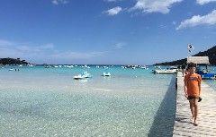 Voglia di mare azzurro e spiagge di sabbia bianca, voglia di acque trasparenti da attraversare con un kayak, o da esplorare con maschera e boccaglio. E anche voglia di natura, di paesaggi verdi e …