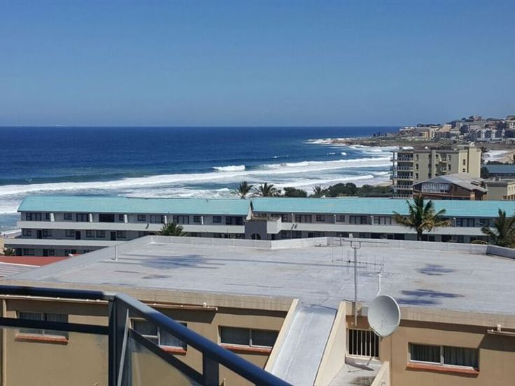 3 Londiani - Self-catering luxury holiday accommodation situated right by the beach front and walking distance to amenities.The apartment consists of three bedrooms, two bathrooms, an open-plan living area with a TV, ... #weekendgetaways #margate #southafrica