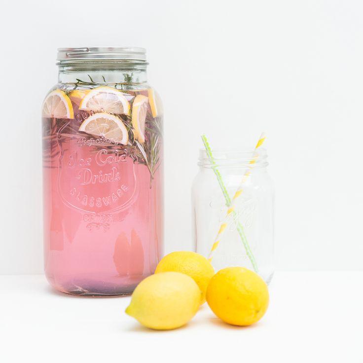 Verras je geliefde met Valentijn met deze mooie en lekkere roze limonade.