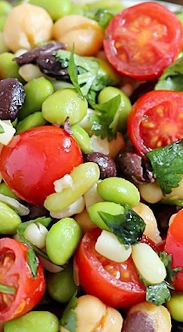 Southwestern Edamame Salad ~ A healthy and delicious salad with a southwestern flair, full of beans, corn, tomatoes, cilantro and of course edamame, all tossed in a delicious light dressing.