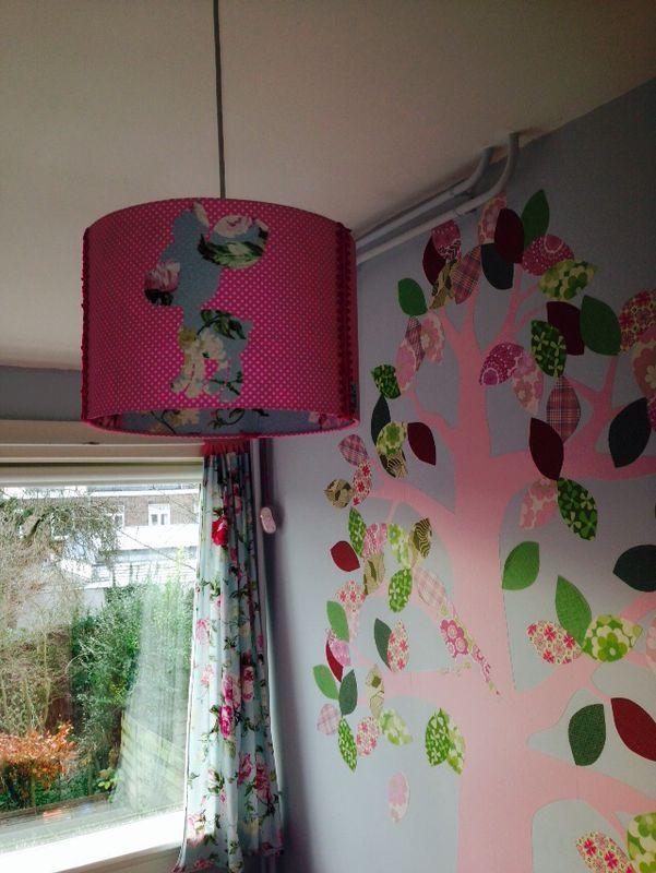 Kamer van sofie 7 jaar sofie is gek op roze behangboom van inke roze stam met glitters en - Deco kamer jongen jaar ...