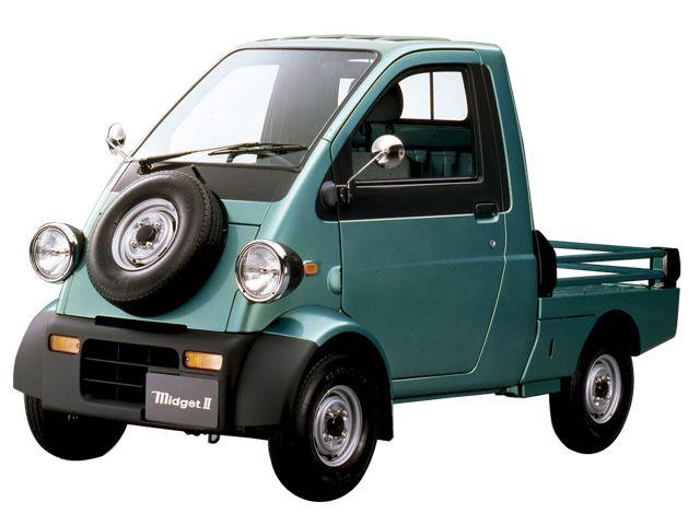 ▲ミゼットⅡ : ミゼットとは1950年代後半から60年代に一大ブームとなったダイハツのオート三輪。それを平成の時代に復活させたようなモデルが1996年にデビューした1人乗り軽トラックであるミゼットⅡです。発売時の新車価格は46万9000円~(税別)。これは当時のラインナップで日本一安い軽自動車でした