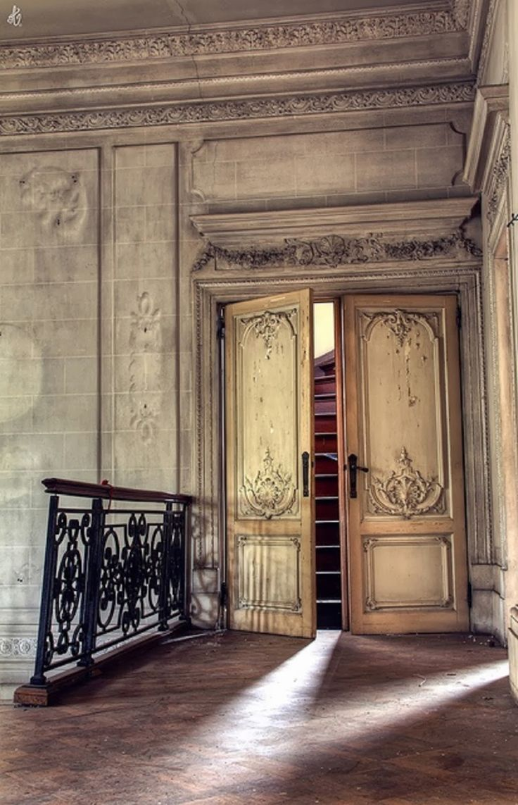 Abandoned doorway.