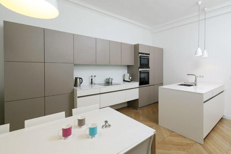 Cuisine rénovée dans cet appartement parisien  Architecte d'intérieur, Stéphanie Despringre Cuisine Leicht