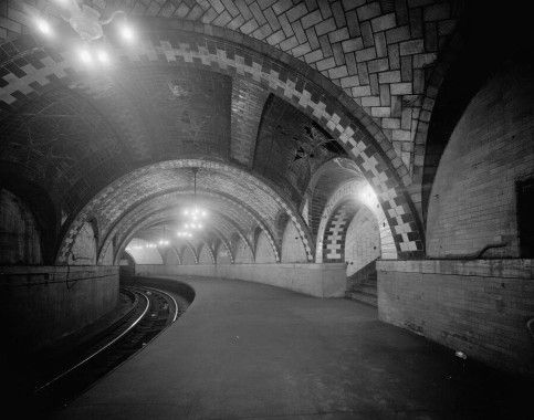 Abandoned City Hall Platform 1- this whole site is devoted to the abandoned underground of New York, very interesting