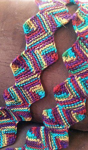 Loom Knit Zig Zag Scarf #LoomKnitting