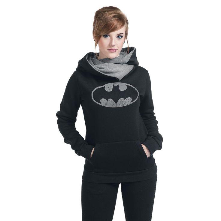 Muestra que la chicas también leen comics con esta sudadera. La sudadera negra con capucha tiene el símbolo de Batman, y te vale para conciertos o para casa.