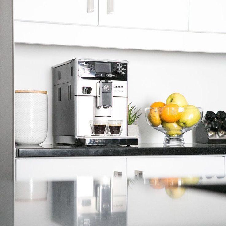 Ce matin, on a rendez-vous avec la machine à café ☕ // Morning meeting with the coffee machine ☕ #Cuisine #Machineàcafé #Blanc #Moderne #Ktichen #Coffeemachine #White #Modern