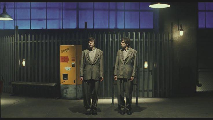 Film 'The Double' - Richard Ayoade, gebaseerd op de roman van Dostoyevsky