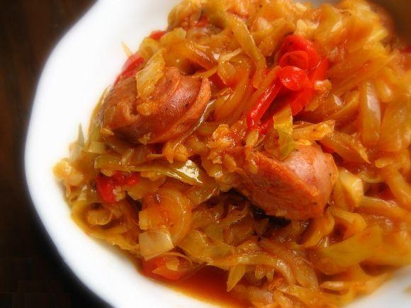 Рис с капустой и сосисками в томате