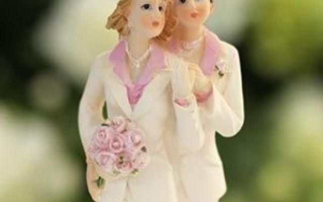 La Corte d'Appello di Napoli ordina la trascrizione di un matrimonio gay E' stata depositata ieri la sentenza con cui la Corte d'Appello di Napoli ordina all'Ufficiale di Stato Civile la trascrizione di un matrimonio contratto all'estero tra due donne di cittadinanza fran #napoli #gay #matrimonio #corted'appello